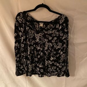 Old navy black and white floral blouse